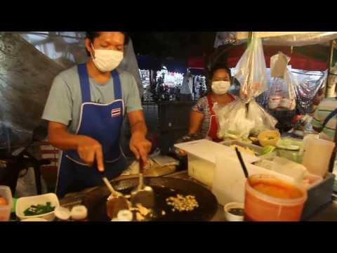 Pad  Thai Cooking –  Patong Beach –  Phuket –  Thailand –  2014