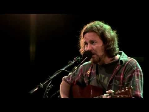 Eddie - Eddie Vedder (Pearl Jam) Society (live) - Into The Wild (Na Natureza Selvagem) Water on The Road (DVD) 2011.