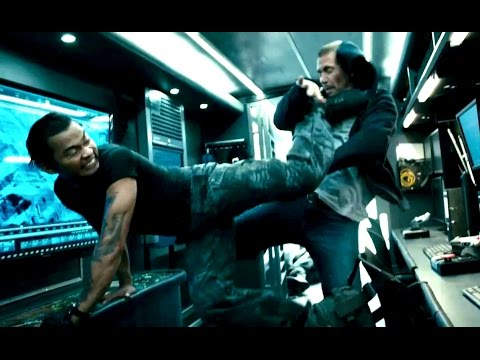 Furious 7 (Clip 'Transport Fight')