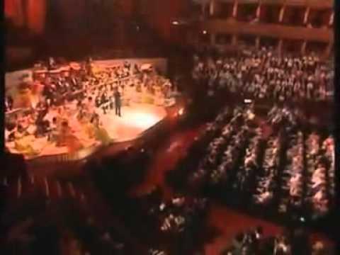 """أعظم عازف كمان فى العالم """" أندريه ريو """" يعزف هافا ناجيلا"""