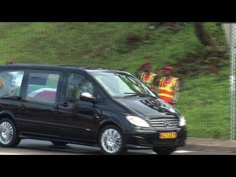 Pretoria: le cercueil de Mandela acclamé par la foule