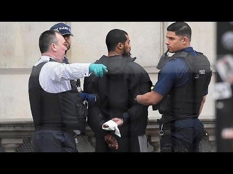Βρετανία: Μπαράζ αντιτρομοκρατικών συλλήψεων