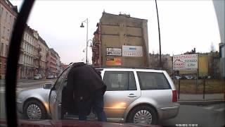 Spotkanie dwóch bardzo agresywnych Polaków na drodze.