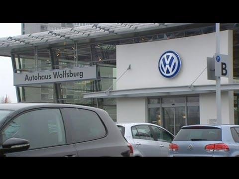 فولكس فاغن  تتربع على عرش صناعة السيارات - فيديو