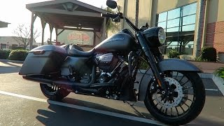 10. 2017 Harley-Davidson Road King Special (FLHRXS) First Ride│Review and Test Ride