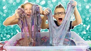 Video 100 Layers of Glitter in Giant Clear Slime!!!!! MP3, 3GP, MP4, WEBM, AVI, FLV Juni 2019