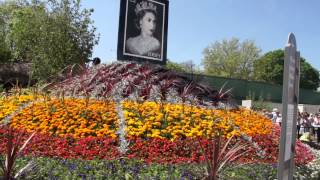 #710 Chelsea Flower Show 2012 - God save the green