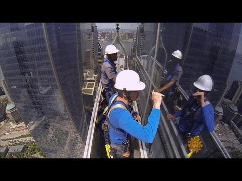 Download An unobstructed view of window washers HD Mp4 3GP Video and MP3