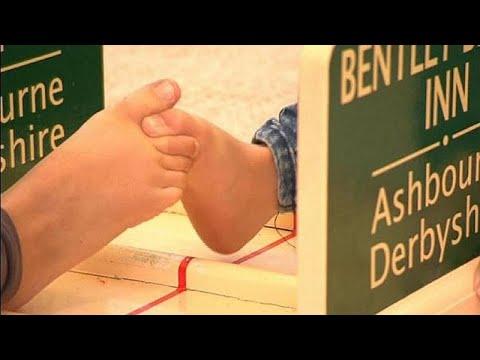 Ο παράδοξος διαγωνισμός της πάλης με τα ακροδάχτυλα των ποδιών …