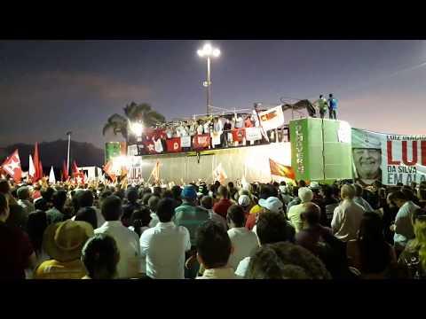 Ex-presidente Lula discursa após ser recebido por multidão em Penedo