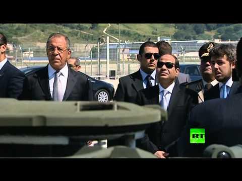 الرئيس المصري يتفقد معدات عسكرية روسية
