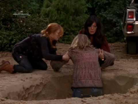 Eastwick - Kat and Joanna saving Roxie