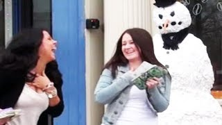 Video Haunted Scary Snowman Halloween Prank *They Lose It* MP3, 3GP, MP4, WEBM, AVI, FLV Agustus 2017