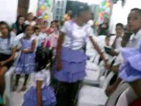 Crianças pregando e louvando no 2º Congresso de crianças da Madureira em Cajari MA