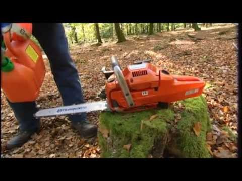 Chainsaw - In this chainsaw tutorial you will see how to work with a chainsaw when it comes to felling, limbing, cross-cutting and safety. Different techniques are show...