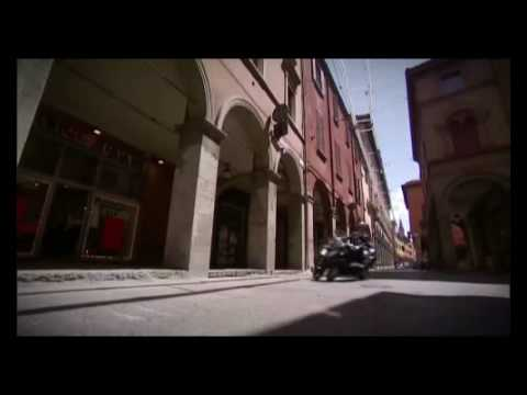 Piaggio MP3 LT 300 Official Video