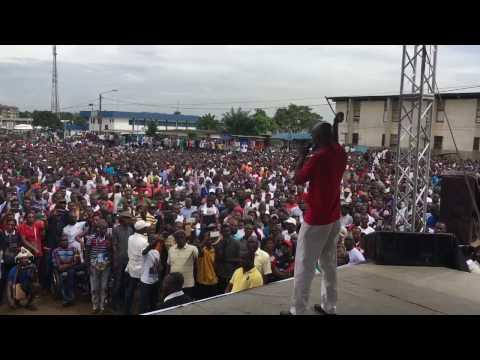 <a href='http://www.akody.com/cote-divoire/news/video-maree-humaine-a-yopougon-pour-rejeter-la-nouvelle-constitution-l-intervention-de-koulibaly-302503'>Vid&eacute;o: Mar&eacute;e humaine &agrave; Yopougon pour rejeter la nouvelle constitution. L'intervention de Koulibaly</a>