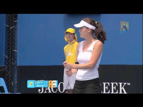 「[テニス]全豪オープンテニス2011で、クルム伊達公子がサーブで相手ラケットを破壊。」のイメージ