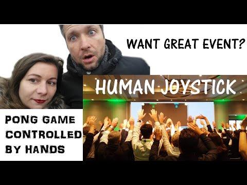 Human joystick v Paříži a hra pro dvě skupiny Pong