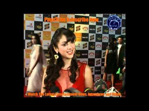 Dia Mirza, Rakhi Sawant, Mahi Gill At Radio Mirchi Music Awards 2012 Red Carpet