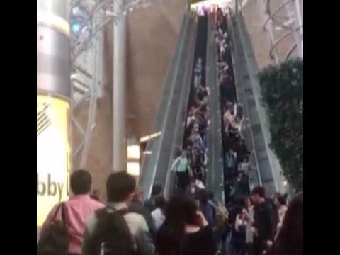 حادثة غريبة داخل مركز تجاري في الصين بسبب السلم الكهربائي!