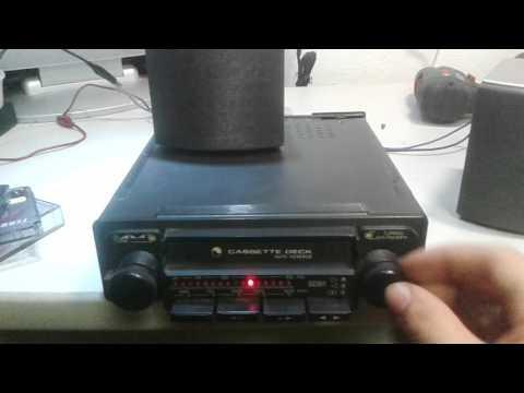 Antica e strana autoradio a cassette
