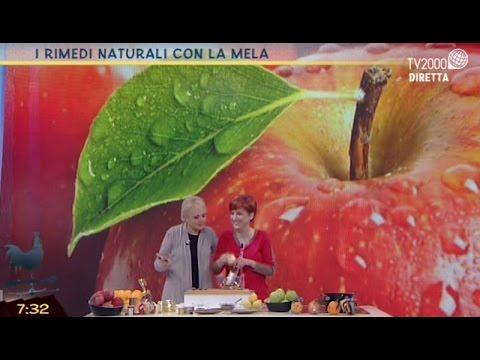 infila dei chiodi in una mela, il motivo è molto particolare