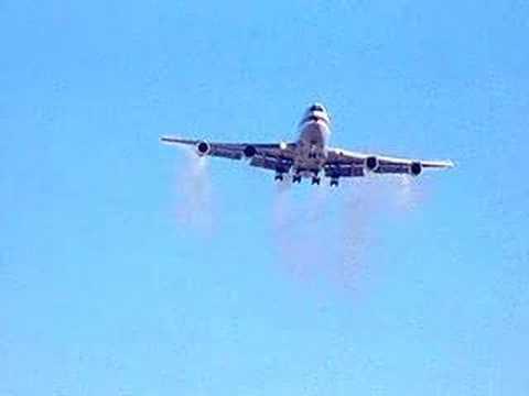 Boeing 747 Wing Tip Vortex Test (видео)