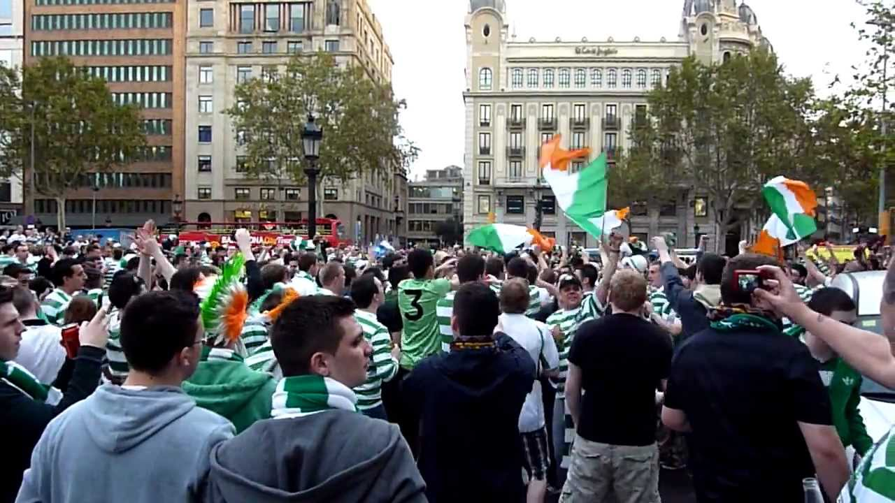 Celtic crowd's having a party in Champions' League, in Barcelona's streets (23/10/2012) HD