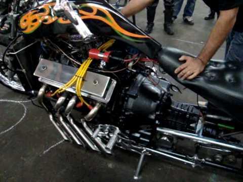 Motocicleta com motor V8 de Galaxy