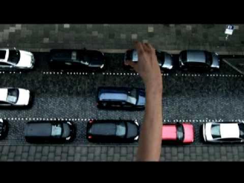 Neue Einparkhilfe von Citroen -   In diesem Autowerbung Video verdeutlicht Citroen die Assistenten, die in dem neuen C4 stecken. Eine nette Autowerbung die die...