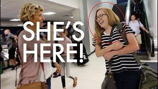 Video OUR NANNY HAS ARRIVED 👩✈️ : Traveling Full-time w/9 kids MP3, 3GP, MP4, WEBM, AVI, FLV Maret 2018