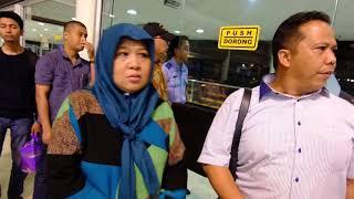 "Video Staff lion air jadi ""Sasaran Tembak"" penumpang marah MP3, 3GP, MP4, WEBM, AVI, FLV Juni 2019"