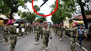 Pemalang Indonesia  city photos : ADA APA ? Sepanjang Jalan Kabupaten Pemalang, Marinir lempar-lemparkan Senjata.