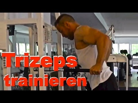 Dips richtig ausführen und den Trizeps trainieren