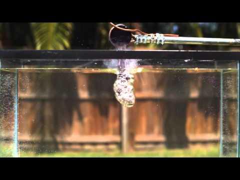 熱鹽加入水中會爆炸?這根本就是在製作「原子彈」啊!