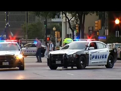Ντάλας: Μακελειό με νεκρούς αστυνομικούς σε ενέδρα ελεύθερων σκοπευτών
