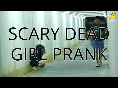 你敢看嗎?新加坡萬聖節惡作劇, 女鬼隧道嚇路人。