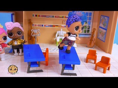 Boy Dancing At School ! LOL Surprise Toy  Cookie Swirl C Video (видео)