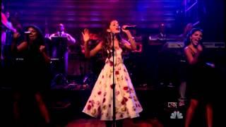 Ariana Grande - The Way (On Jimmy Kimmel) (Live) lyrics (Spanish translation). | [Intro], I love the way you make me feel, I love it, I love it, I love the way you make me feel,...
