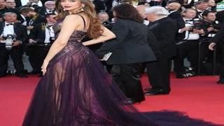 Video In Graphics: Cannes Film Festival 2017: Deepika Padukone Wins Red Carpet In Stunning Sheer MP3, 3GP, MP4, WEBM, AVI, FLV September 2017