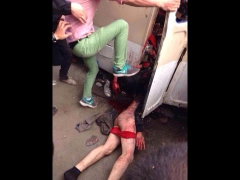 城管街頭打人,遭千人圍毆,現場一度失控。