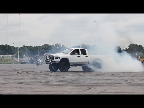 Dodge Ram 2500 smokes some tires doing donuts
