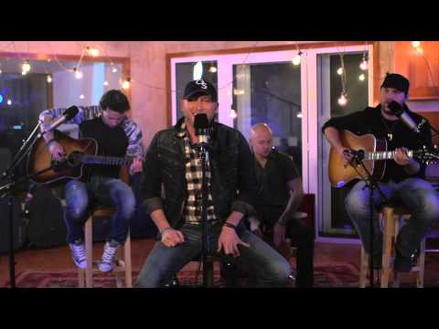 Cole Swindell – Brought To You By Beer (Acoustic Live Session)