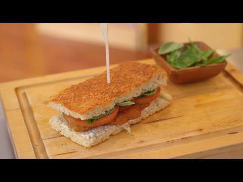 Video - Receta: Cómo preparar un sandwich de Foccacia y Pollo