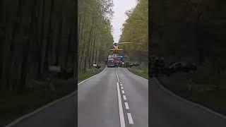 Brawurowe lądowanie helikoptera LPR pomiędzy drzewami. ŚWIERKLANIEC