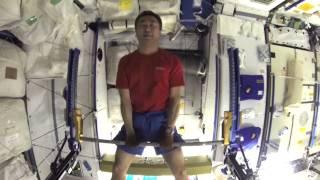 宇宙での筋力トレーニング