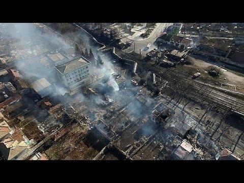 Νεκροί, τραυματίες και πολλές ζημιές από έκρηξη και εκτροχιασμό τρένου