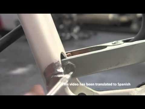 Soldadura TIG aluminio - Tim demuestra la inspección, preparación, selección de varilla de soldadura para arreglar una rajadura en el marco de la bicicleta de montaña con la LONGEVIT...