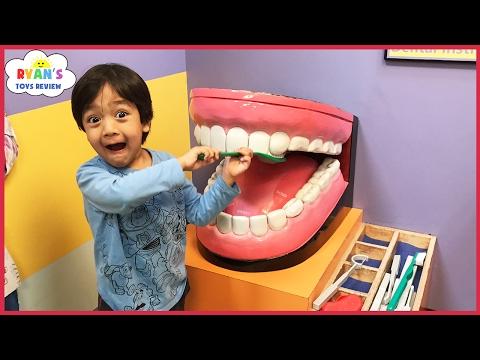 CHILDREN'S MUSEUM Pretend Play! Family Fun for Kids Indoor Play Area Children Activities (видео)
